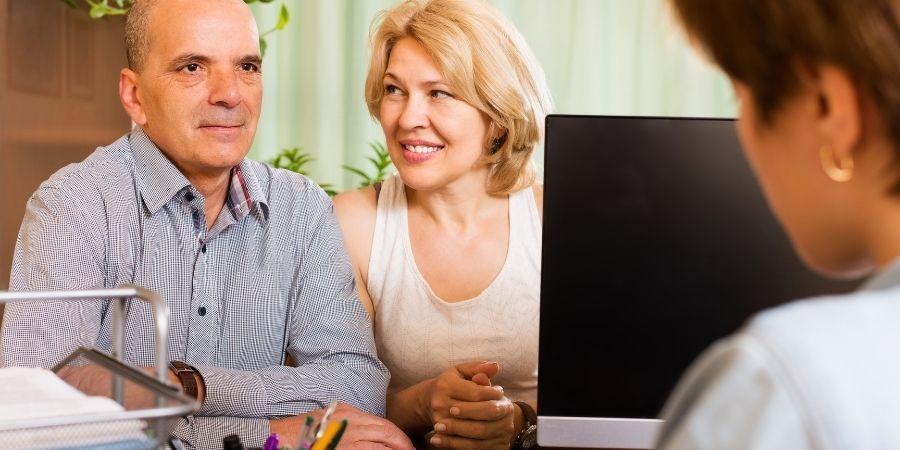 Consigue una cuenta bancaria y un numero de teléfono como ventaja laboral