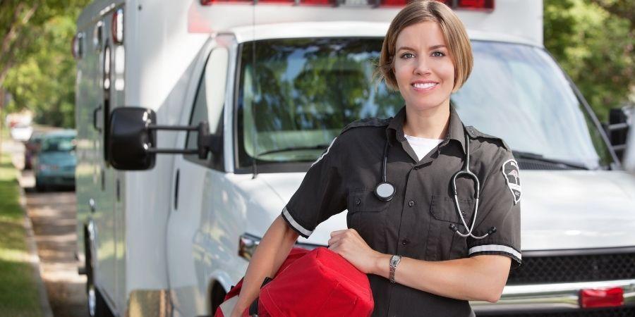 Asociados a la salud y su critical skill como paramédico profesional
