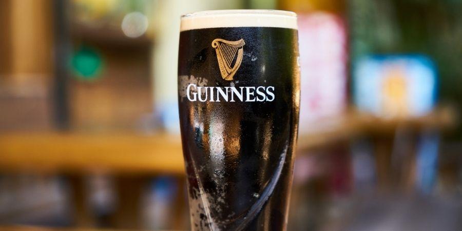 cerveza tradicional de Irlanda, bebida tipica