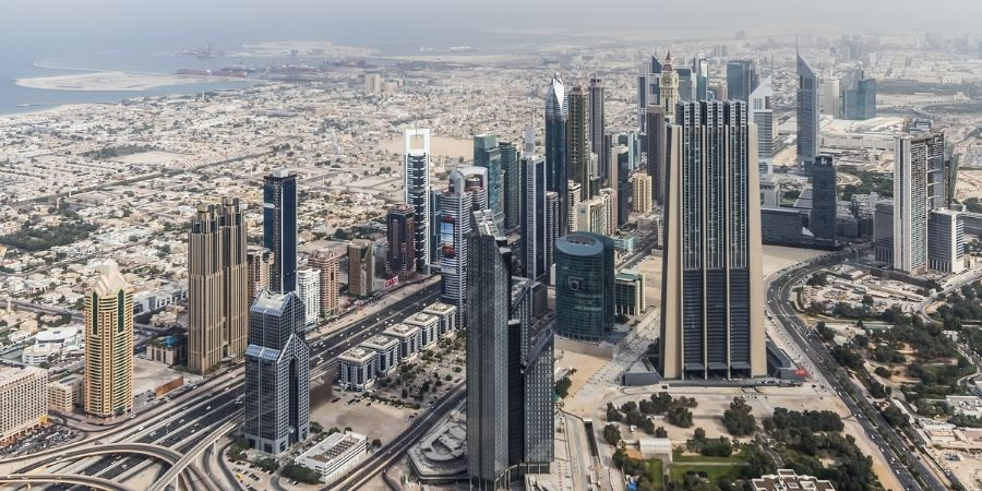 Hermosa vista de los edificios de riad, arabia saudita. Nacion ideal para los ingenieros petroquimicos