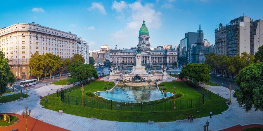 edificios de argentina, monumento y fuente de agua