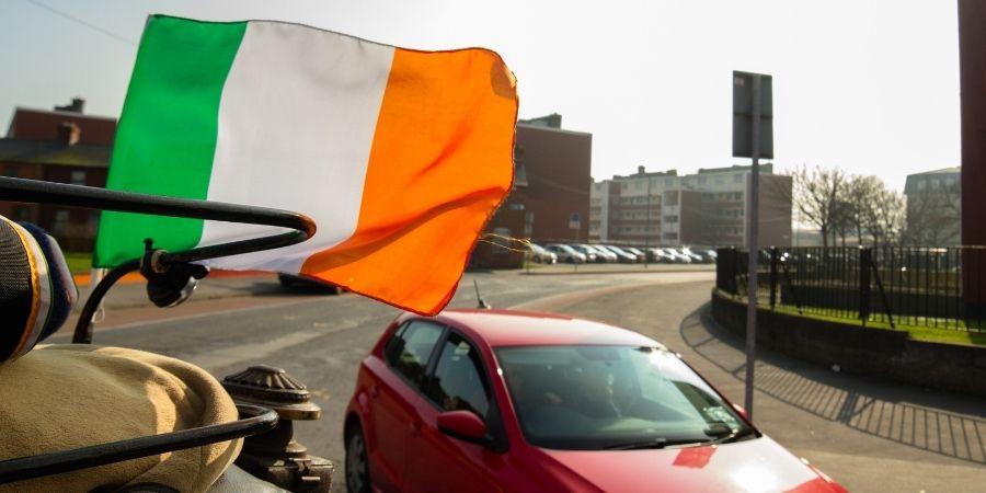 Compra carros baratos en Irlanda y lucelos en la calle, saca tu seguro automovilistico y licencia