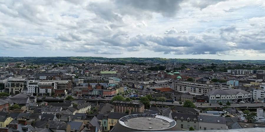 solicita tu vida de trabajo en irlanda  echa raices en la bella ciudad de Cork