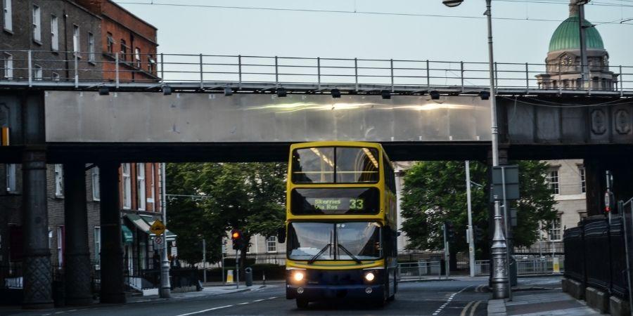 Súbete en estos buses bien mantenidos y en forma, tu mejor manera de transporte